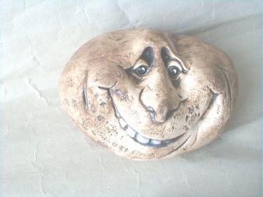 Keramický kámen nejmenší usměvavý