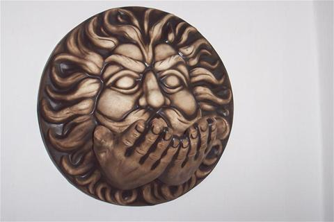 Keramika na zeď Vítr s rukama