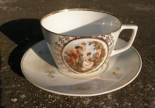 Porcelánový šálek Tři grácie