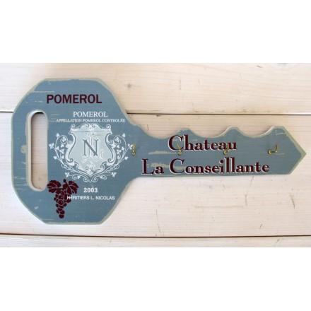 Dřevěný věšák na klíče - Klíč Pomerol
