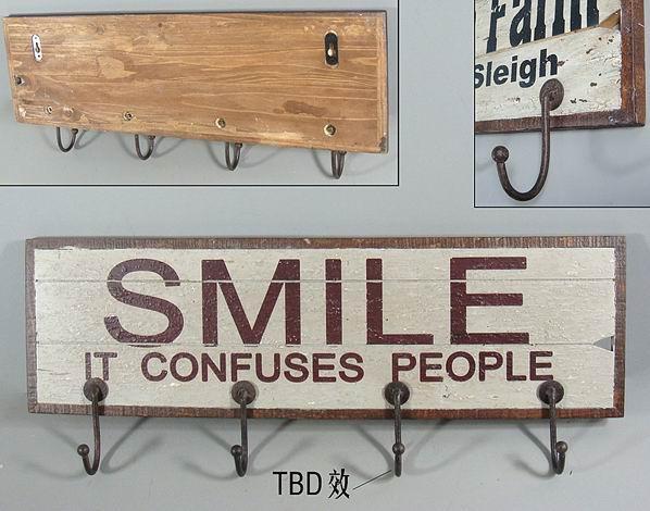 Dřevěný maxi věšák Smile
