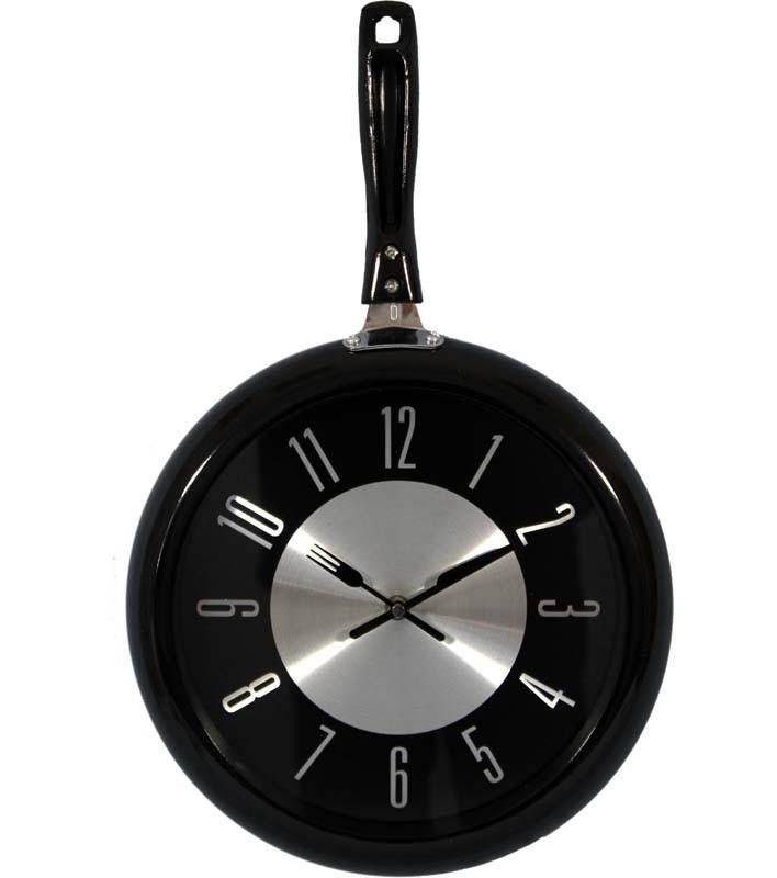 Kovové hodiny na zeď Pánev