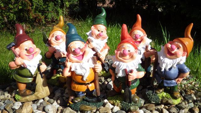 Dekorace na zahradu Trpaslík - zelená čepice