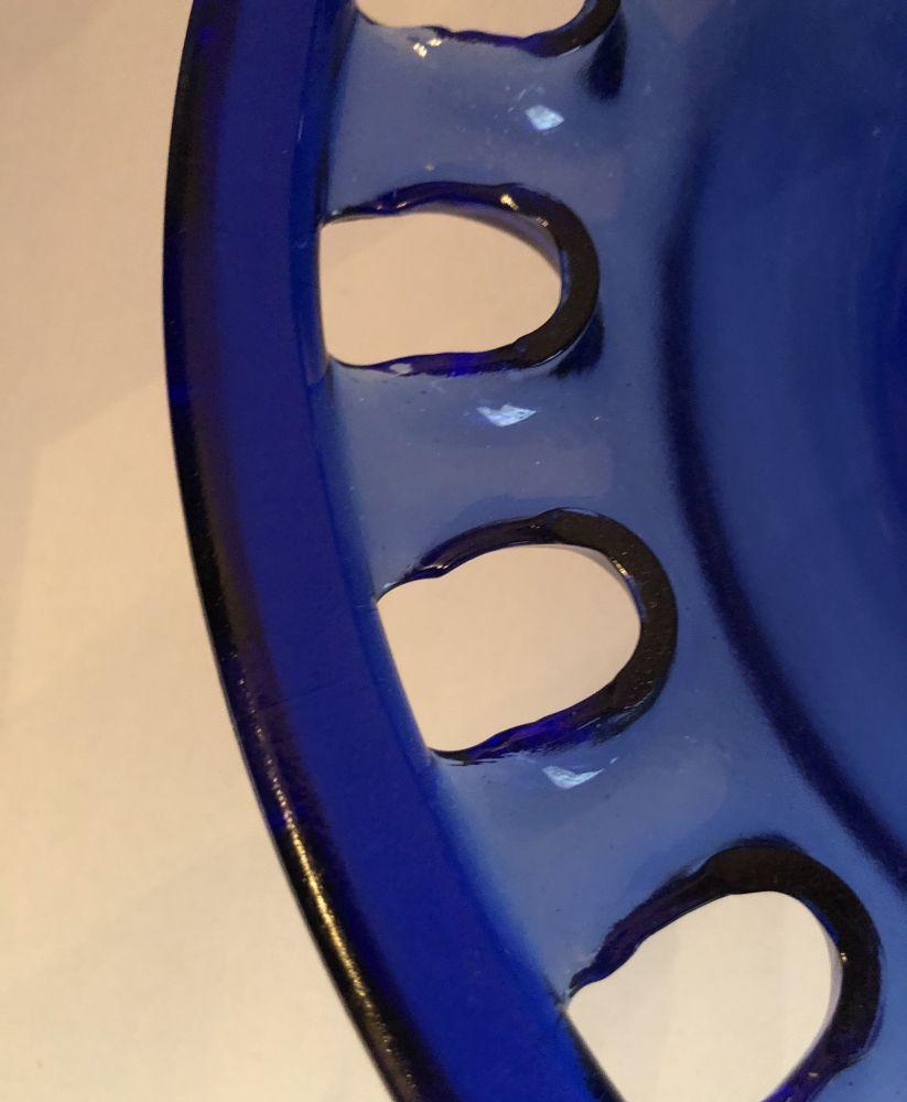 Skleněná mísa - Otvory modrá na noze