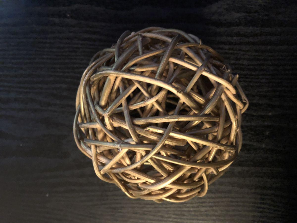 Proutěná zlatá koule vánoční