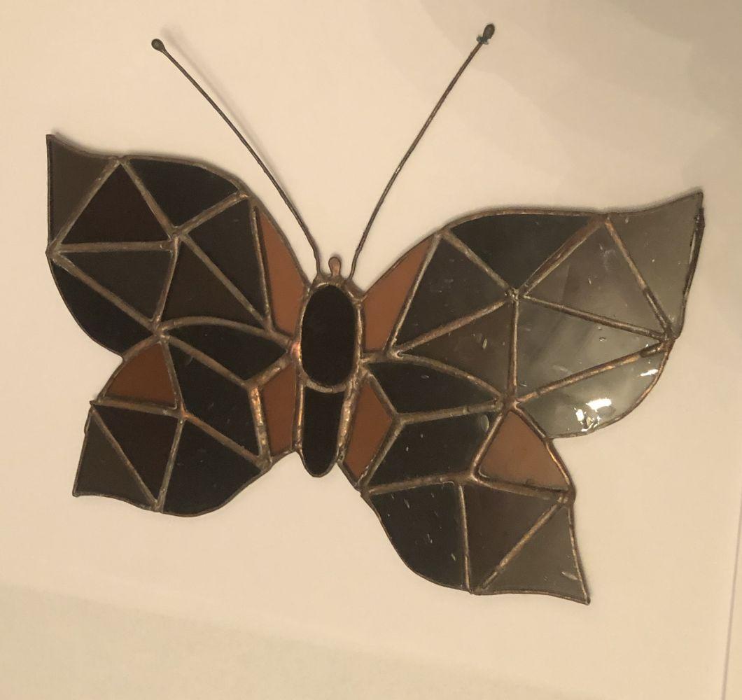 Závěsná skleněná vitráž Motýl hnědý