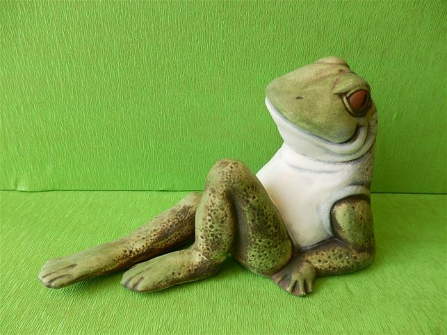 Keramická Žába s nataženou nohou Color
