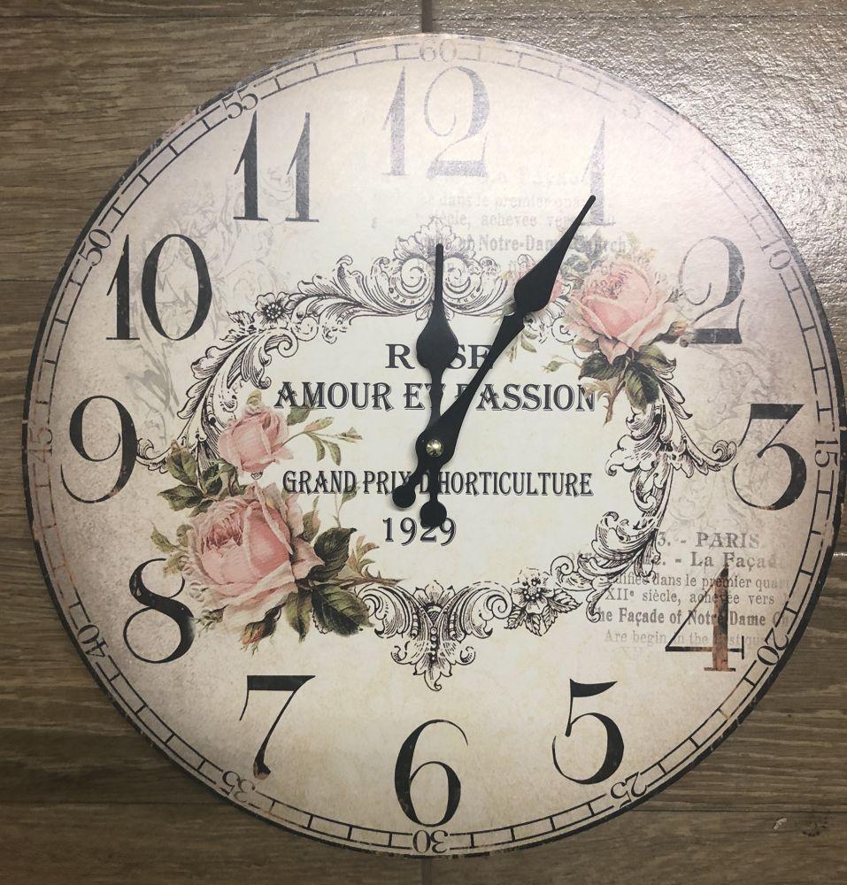 Dřevěné hodiny na zeď Amour