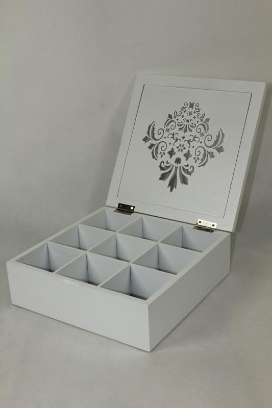 Skříňka - na čaj bílá vyřezávaný dekor