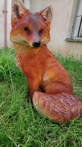 Dekorace na zahradu Liška sedící - životní velikost