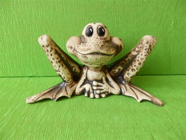 Keramická žába Chrchel